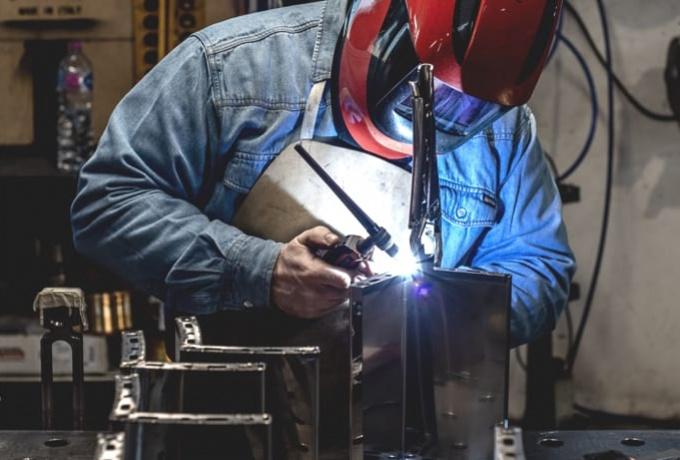 iron-furniture-maker